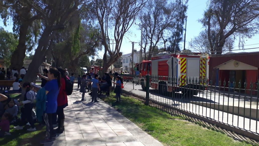 Bomberos evacua escuela Luis Cruz Martínez por emanaciones de gases